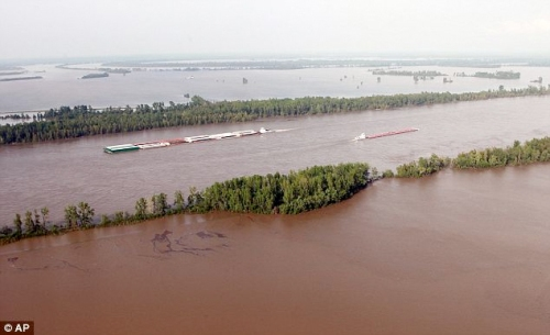 flooding_mississippi_river-AP
