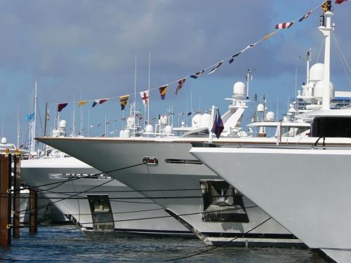 FLIBS2010-yacht-bows